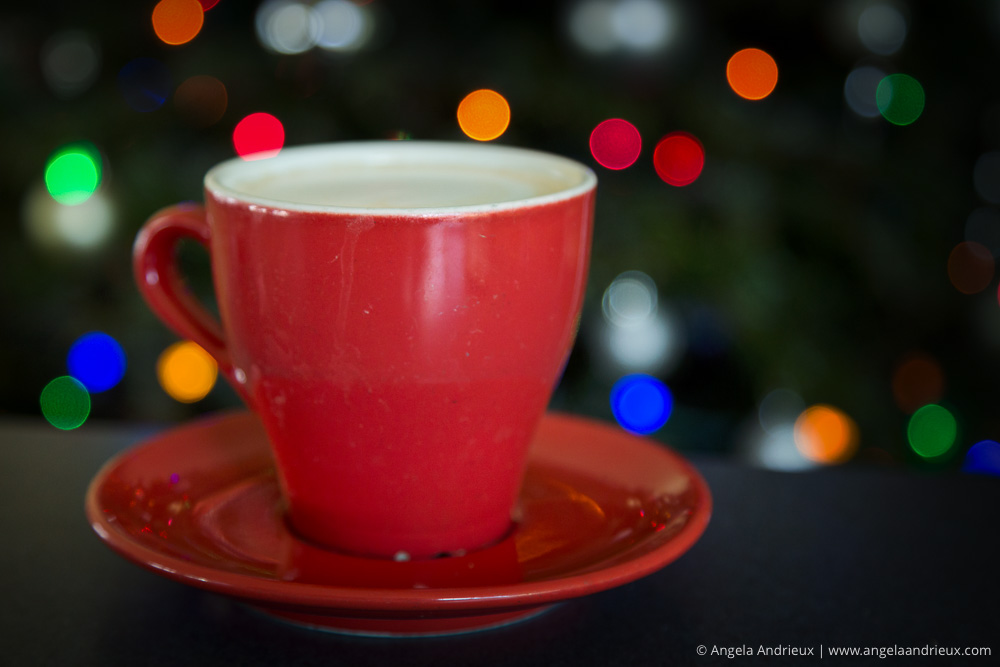 cappuccino-red-cup-christmas-light-bokeh