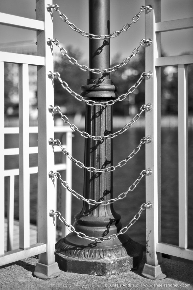 500px Global Photo Walk | Portsmouth, VA | Lamp Post and Chains